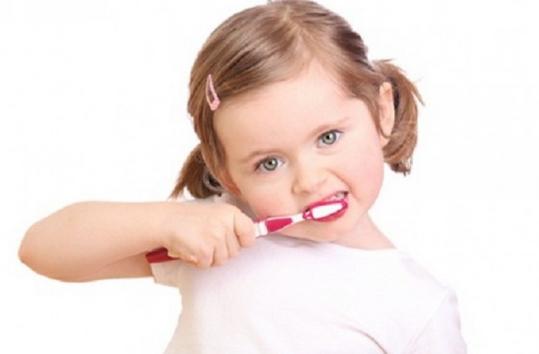 tips ajari anak sikat gigi